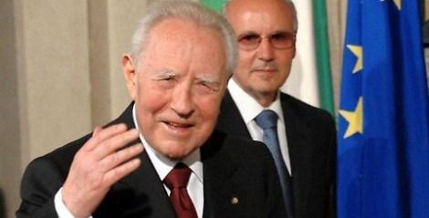 1471855219622.jpg-carlo_azeglio_ciampi_esce_dal_silenzio__europa__la_sua_cupa_profezia.jpg